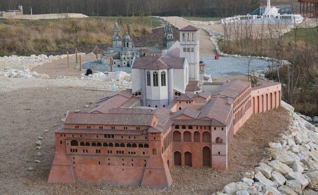 makieta Bazyliki Św. Franciszka w Asyżu widok na klasztor