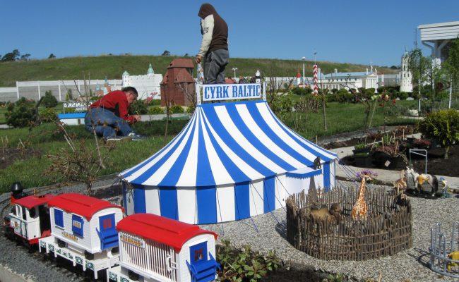 Namiot cyrkowy makieta w kąciku dla dzieci