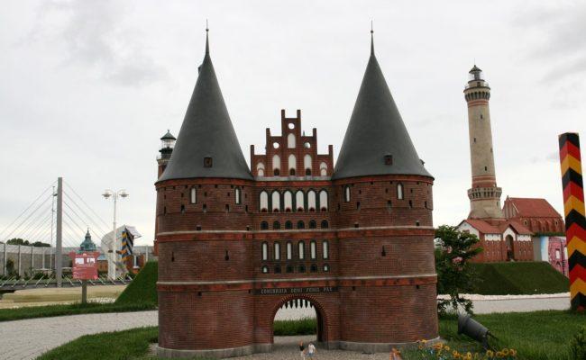 Makieta Brama Holsztyńska widok od strony placu