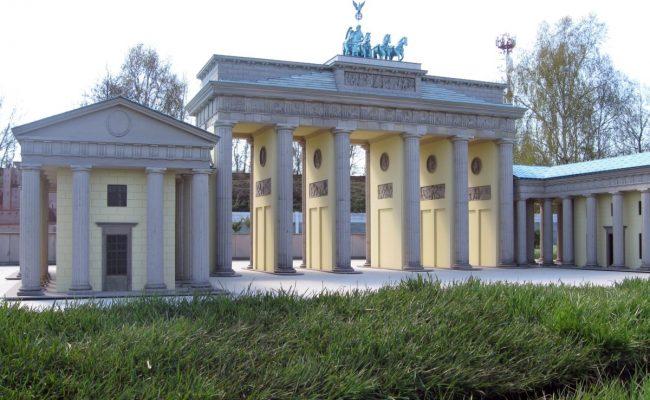 Makieta Brama Brandenburskiej w Bałtyckim Parku Miniatur