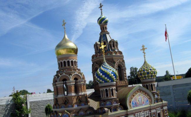 Makieta Cerkwi w w Sankt Petersburgu złota kopuła