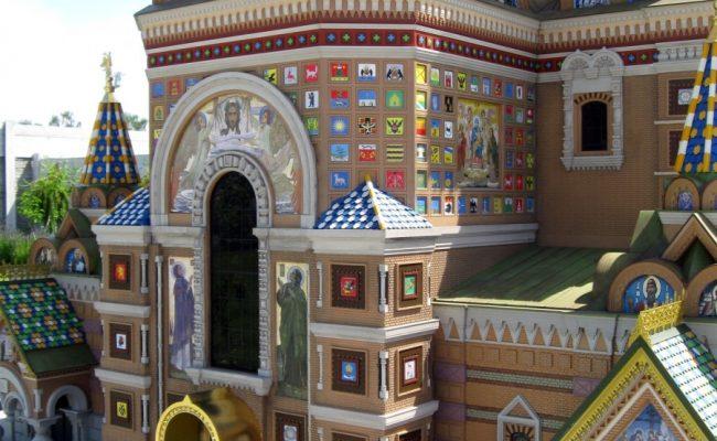 Makieta Cerkwi w Sankt Petersburgu widok od rzeki