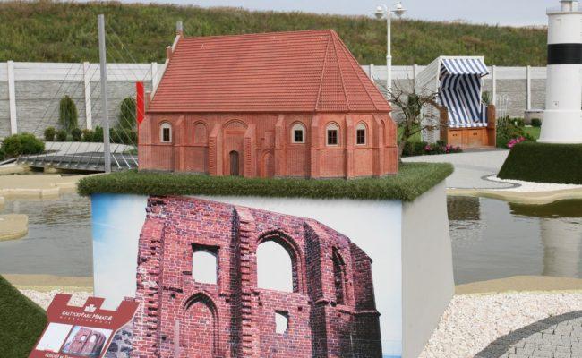 Kościół w Trzęsaczu rekonstrukcja w formie makiety