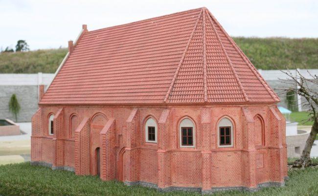 tak wyglądał Kościół w Trzęsaczu tu w miniaturze