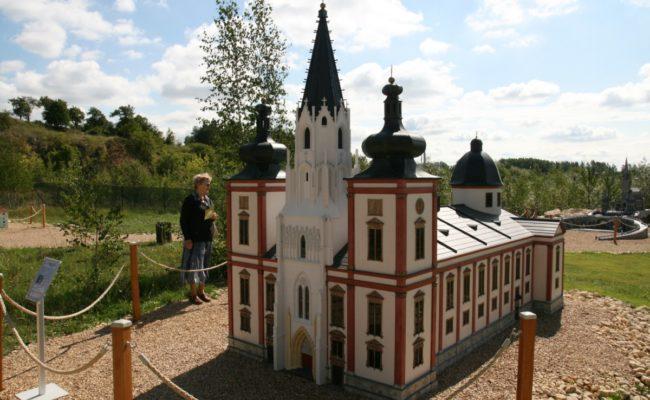 makieta Bazyliki w Mariazell w tle miniatura Lourdes