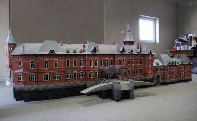 miniatura pałacu Carskiego z Białowieży elewacja tylna