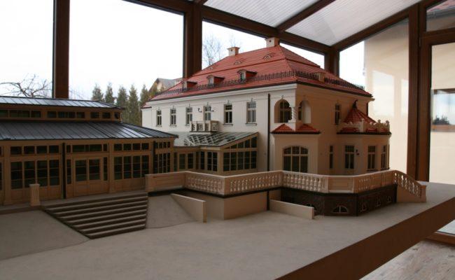 Pałac w Tłokinii makieta widok od strony parku