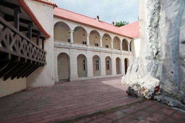 Rabsztyn dziedziniec wewnętrzny rekonstrukcja
