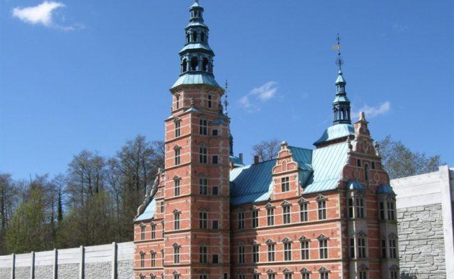 Makieta zamku Rosenborg w porannym słońcu