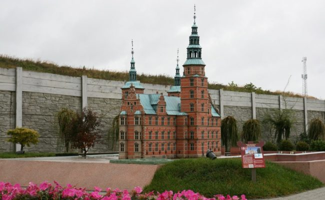 Miniatura zamku Rosenborg – deszczowa makieta