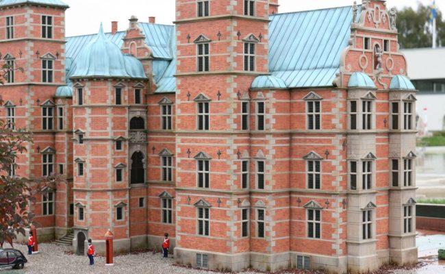 Makieta zamku Rosenborg wartownicy