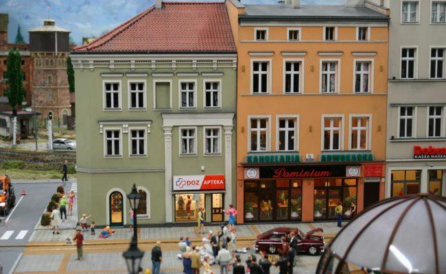 miniatura kamienic rynku w Gliwicach w aranżacji Kolejkowo widok 2