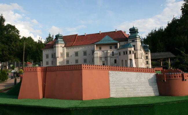 Zamek Królewski na Wawelu miniatura architektoniczna widok od ul Grodzkiej