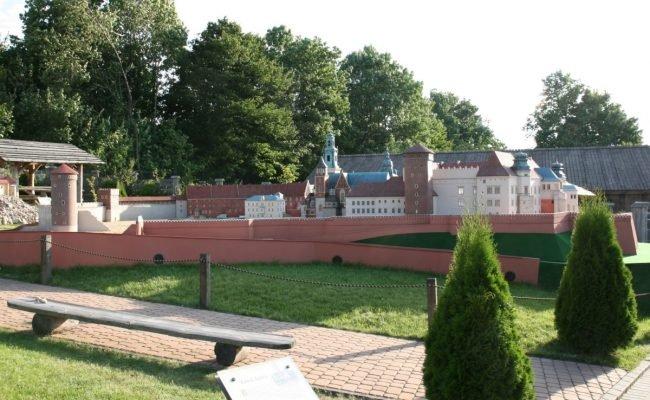 Zamek Królewski na Wawelu miniatura architektoniczna całoroczna