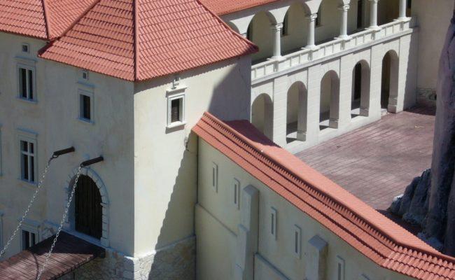 Zamek Rabsztyn makieta architektoniczna dziedziniec zamkowy rekonstrukcja