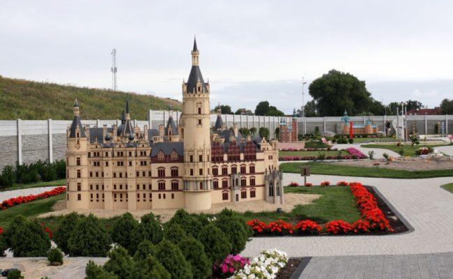 Zamek Schwerin makieta w Bałtyckim Parku Miniatur