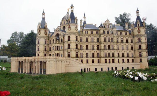 Zamek Schwerin w miniaturze Bałtycki Park Miniatur Międzyzdroje