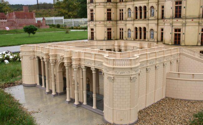 Brama główna zamku Schwerin w miniaturze