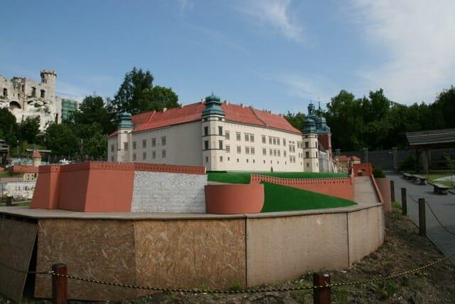 montaż makiety wzgórze Wawelskie (13)