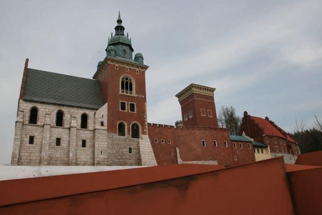 montaż makiety wzgórze Wawelskie (7)