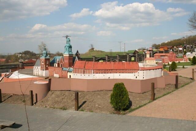 montaż makiety wzgórze Wawelskie (8)