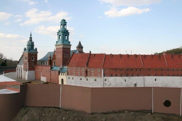 montaż makiety wzgórze Wawelskie (9)