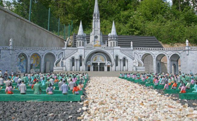 Sanktuarium_w_Lourdes_makiety_caloroczne_wrzesien_2015